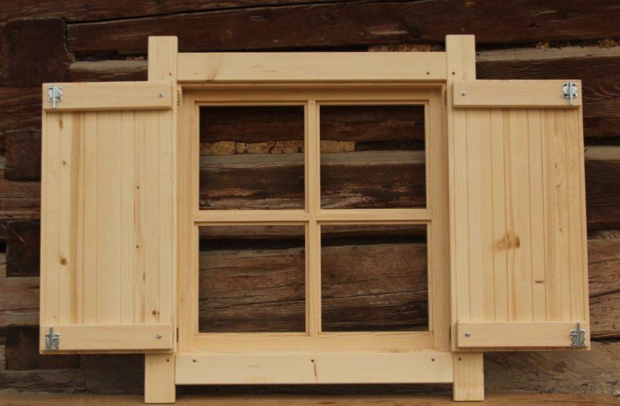 Okno 75×75 z okiennicami